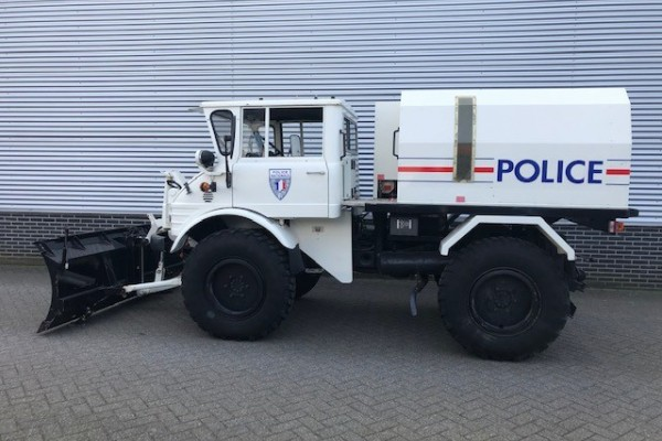 Unimog 406 Polizei Version